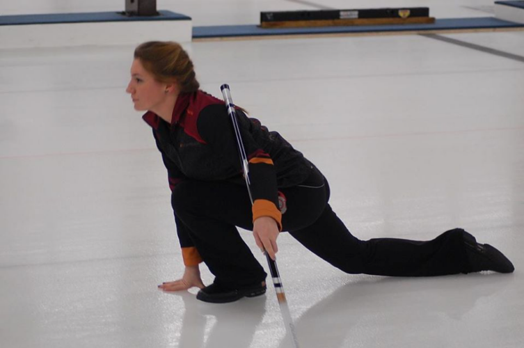 Elise_curling_action_team_canada